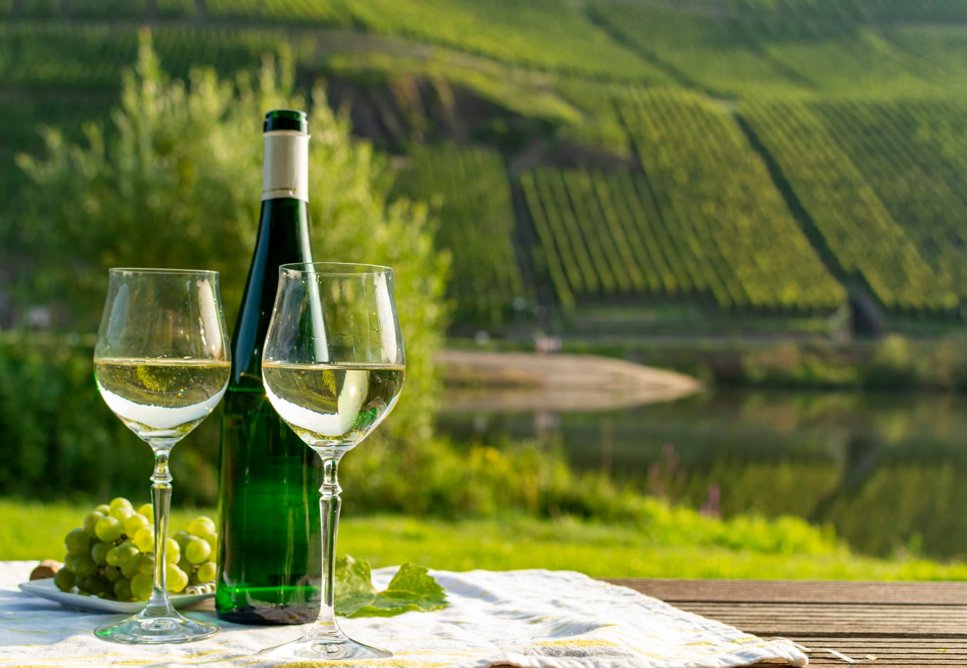 A bottle and two glasses of the German wine riesling.