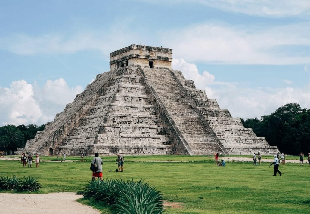 """The Kukulkan Pyramid (""""El Castillo"""") in the center of the Chichén Itzá archaeological site, in Mexico."""