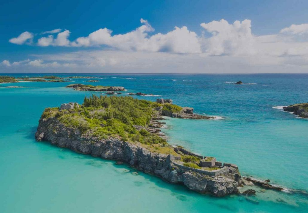 Islet in the middle of the transparent blue ocean in Bermuda.